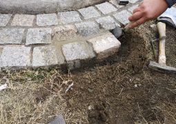 ひなまつ広場の記念石